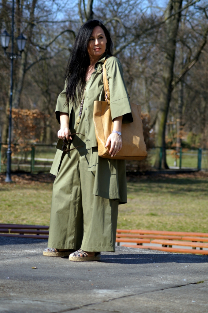 Zielony total look - wpływ Azji