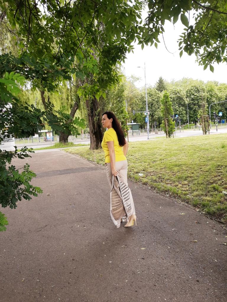 Żółta bluzka 11