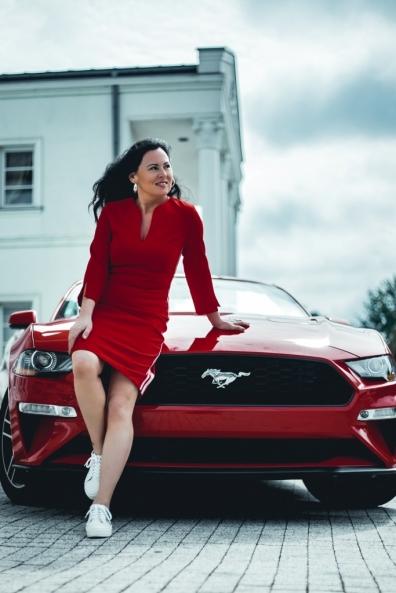 Sportowa sukienka, sportowy samochód